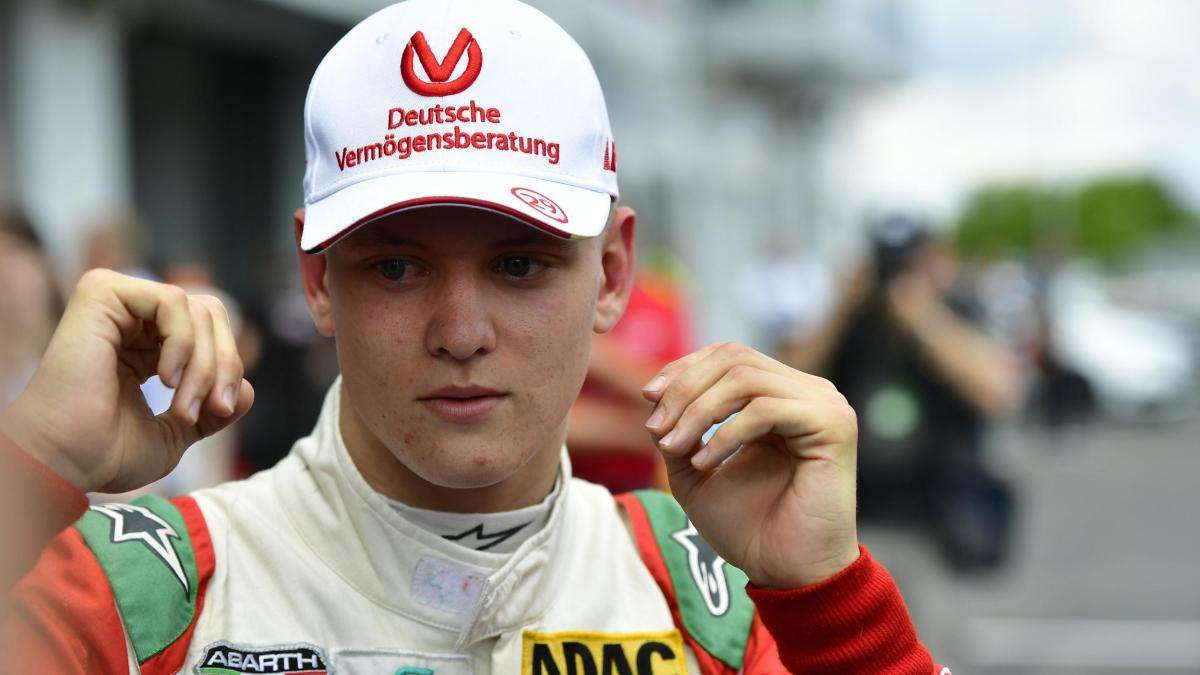 Шумахер прошляпил титул германской Формулы-4 задве гонки доконца сезона
