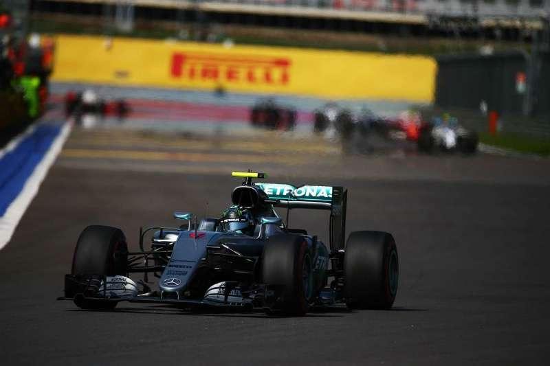 Германский пилот стал победителем вклассе машин «Формула-1» «Мерседес»